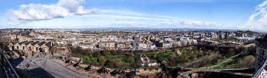 Panoramabild av Edinburgstaden från Edinburgslotten, Skottland, UK Royaltyfri Fotografi