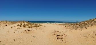Panoramabild von Sanddünen und Meer auf der Insel von Sardinien Italien stockfoto