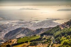 Panoramablick über der Stadt von Trapani- und Aegadian-Inseln, Si Lizenzfreies Stockbild