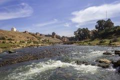 Panoramablick über Oum Errabia-Fluss und Festung Kasba Tadla Stockfoto