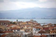 Panoramablick auf Bourtzi-Schloss und Nafplion von der Festung von Palamidi, Griechenland - Immagine Dach und umgebende Ansichten stockbilder