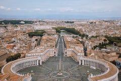 Panoramablick auf des St Peter dem Quadrat und Stadt von Rom lizenzfreie stockfotos