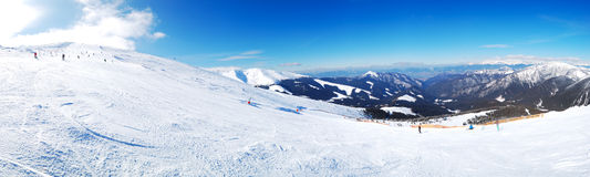 Panoramablick auf freie Fahrbereich in Jasna-Skiort lizenzfreie stockbilder