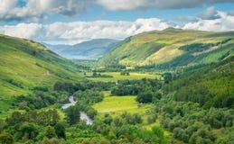 Panoramablick Corrieshalloch-Schlucht-im nationalen Naturreservat mit Loch-Besen im Hintergrund Lizenzfreie Stockfotografie