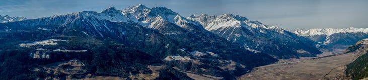 Panoramablick der alpinen Landschaft Lizenzfreies Stockfoto