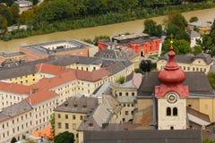 Panoramablick der alten Stadt Salzburg Österreich stockbilder