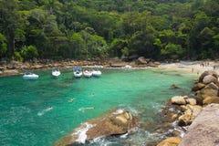 Panoramablick der Bucht des kleinen versteckten Strandes Lizenzfreie Stockfotografie