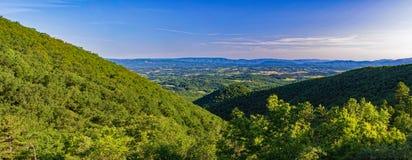 Panoramablick der Eisen-Bergwerk-Höhle lizenzfreie stockfotos