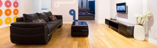 Panoramablick der entworfenen Wohnung Lizenzfreies Stockfoto