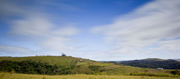 Grünfelder in der Landschaft Stockfotografie