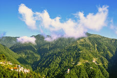 Panoramablick der Hügelstation lizenzfreie stockbilder