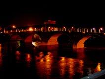 Panoramablick der historischen überdachten Brücke von Pavia - Italien Lizenzfreie Stockfotografie