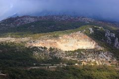 Panoramablick der hohen grünen Berge in Montenegro Stockfotos