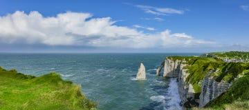 Panoramablick der Klippen von Normandie lizenzfreie stockfotografie