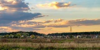 Panoramablick der modernen ländlichen ukrainischen Landschaft Lizenzfreies Stockfoto