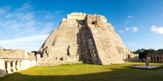Panoramablick der prähistorischen Mayapyramide in Uxmal stockbilder