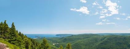 Panoramablick der Schlucht und der Küstenlinie Stockbild