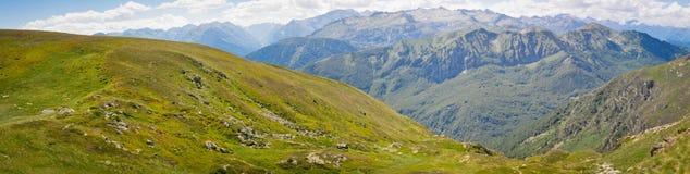 Panoramablick an der Spitze des Berges Stockbild