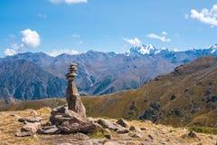 Panoramablick der Spitze von Talgar von der Spitze von Furmanov im Al lizenzfreie stockbilder