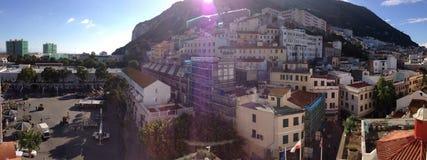 Panoramablick der Stadt und der Reichen von Gibraltar Stockbild