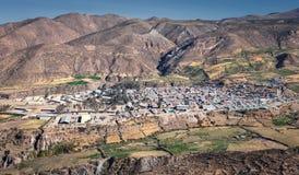 Panoramablick der Stadt von Putre, Hauptstadt der Provinz von Parinacota, in der Region in der Region Arica und von Parinacota, C lizenzfreie stockbilder