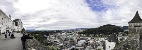 Panoramablick der Stadt von Salzburg von der Hohensalzburg-Festung Festung Hohensalzburg, Salzburg, Österreich lizenzfreie stockfotografie