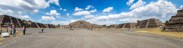 Panoramablick der toten Alleen-und Mond-Pyramide an Teotihuacan-Ruinen - Mexiko City, Mexiko Stockfotografie