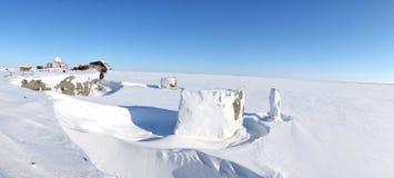 Panoramablick der verlassenen polaren Station Stockfotografie