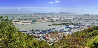 Panoramablick der vietnamesischen Stadt Vũng Tàu und industrielles Lizenzfreie Stockbilder
