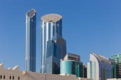 Panoramablick der Wolkenkratzer von Abu Dhabi Stockfotos