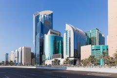 Panoramablick der Wolkenkratzer von Abu Dhabi Lizenzfreie Stockfotografie