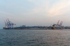 Panoramablick des Abendseehafens Stockbild