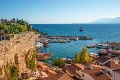 Panoramablick des alten Hafens und im Stadtzentrum gelegenen angerufenen Marina in Antalya, die T?rkei, Sommer stockbilder