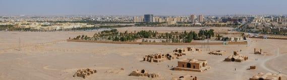 Panoramablick des alten Zoroastrian Gebäudes und moderne Architektur in Yazd-Stadt, der Iran stockbilder