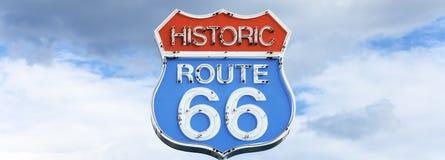 Panoramablick des berühmten Zeichens des Weges 66 stockfotografie