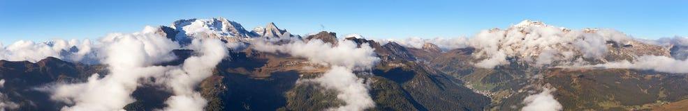 Panoramablick des Bergs Marmolada Lizenzfreie Stockbilder