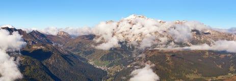 Panoramablick des Bergs Marmolada Stockfotografie