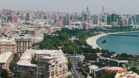 Panoramablick des Dammes des Kaspischen Meers, Hauptstadt von Aserbaidschan, Baku stock footage