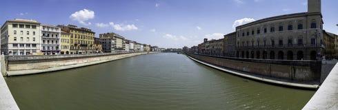 Panoramablick des der Arno-Flusses von Ponte di Mezzo, Pisa lizenzfreies stockfoto