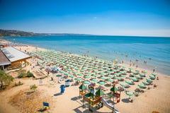 Panoramablick des goldenen Sandstrandes, Bulgarien. Lizenzfreie Stockfotografie