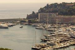 Panoramablick des Hafens Hercule in Monaco an einem Sommertag lizenzfreies stockfoto