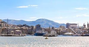 Panoramablick des Hafens von Genua, Italien gesehen vom Medite Stockfotografie