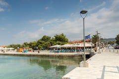 Panoramablick des Hafens von Nikiti an Sithonia-Halbinsel, Chalkidiki, Cent Lizenzfreie Stockbilder