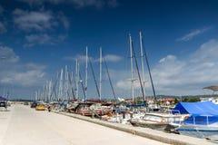 Panoramablick des Hafens von Nikiti an Sithonia-Halbinsel, Chalkidiki, Cent Lizenzfreies Stockbild