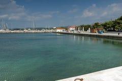 Panoramablick des Hafens von Nikiti an Sithonia-Halbinsel, Chalkidiki, Cent Stockbild