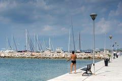 Panoramablick des Hafens von Nikiti an Sithonia-Halbinsel, Chalkidiki, Cent Stockfoto