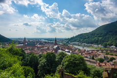 Panoramablick des Heidelberg-mittelalterlichen Stadt und Neckars von einem Schlosshügel Lizenzfreie Stockfotos