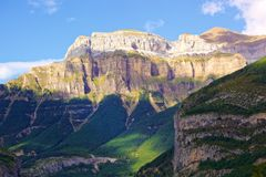 Panoramablick des hohen Berges der Pyrenäen Stockfoto