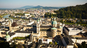 Panoramablick des Kathedrale Dom-zu Salzburg - der Salzburg-Kathedrale lizenzfreie stockfotografie