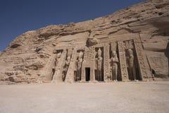 Panoramablick des kleinen Tempels von Nefertari in Abu Simbel, Ägypten Lizenzfreie Stockfotografie